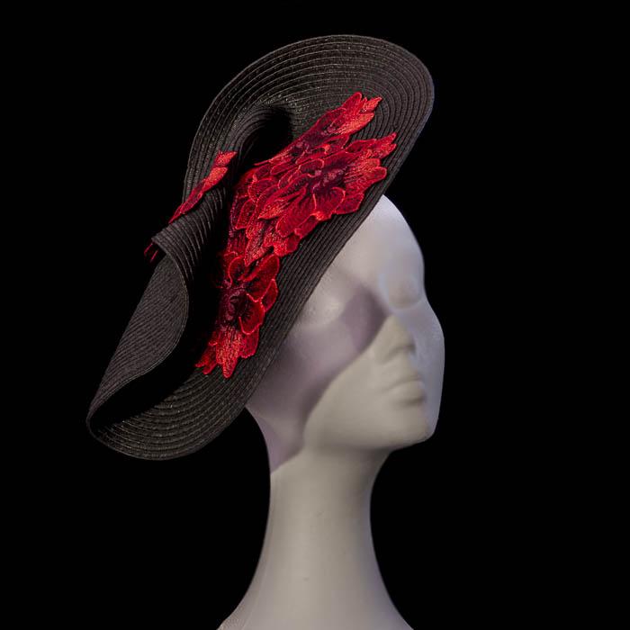 Pamela negra a medida con bordado rojo