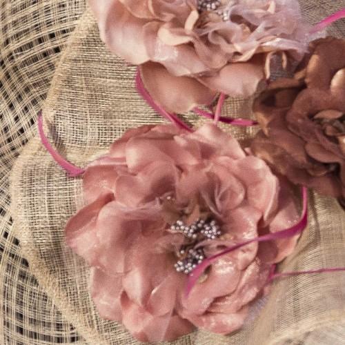 Pamela con flores, detalle