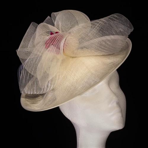 Pamela beige con flor rosa ideal para boda día